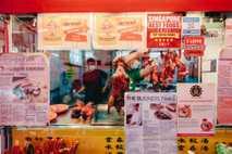En Keong Siak Road, en el barrio singapurense de Chinatown, el puesto de comida de Foong ...