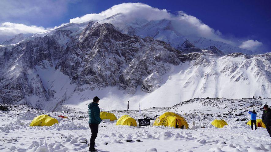 Nims contempla la cima del Annapurna