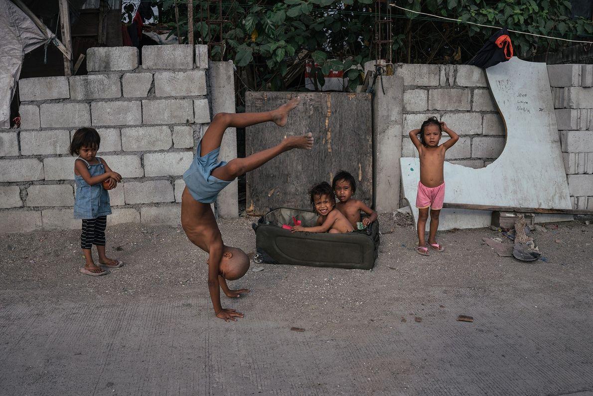 Los niños juegan