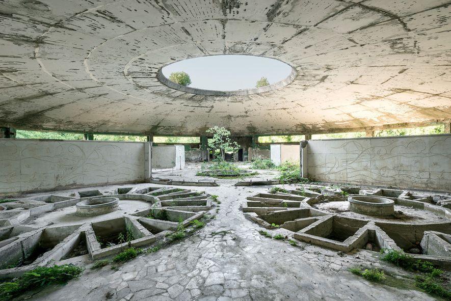 Esta disposición circular de bañeras individuales permitía a muchas personas bañarse al mismo tiempo en este ...