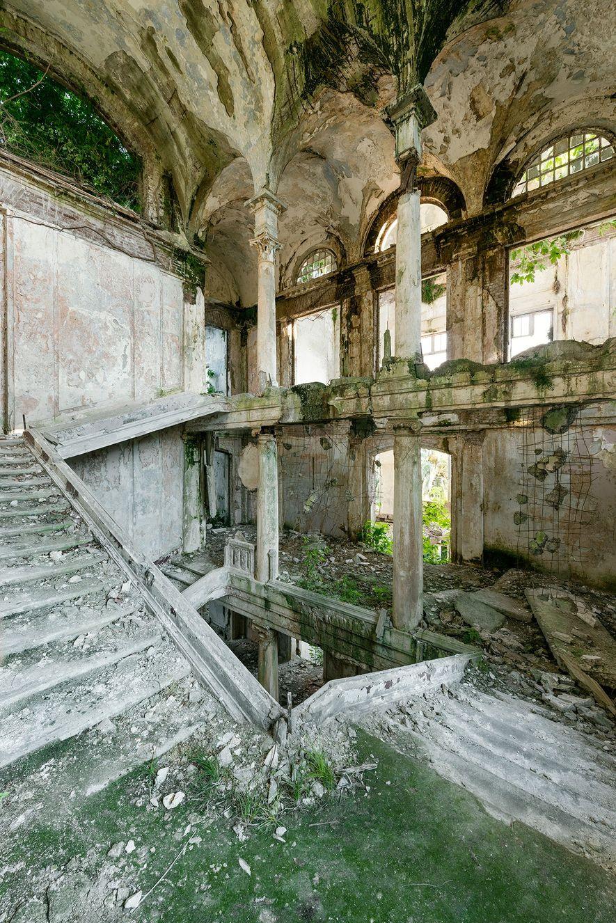 Este sanatorio en particular se construyó a principios del siglo XX y resultó muy dañado durante ...