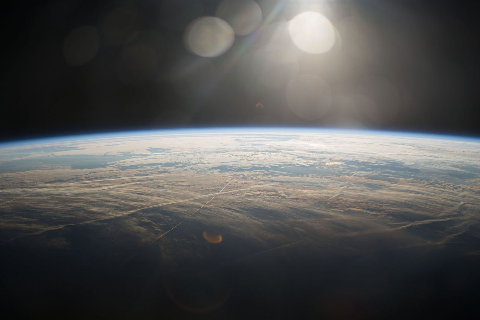 Amanecer sobre el planeta azul