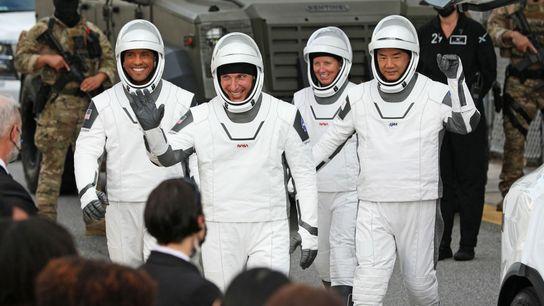 Mike Hopkins, Victor Glover, Shannon Walker y Soichi Noguchi