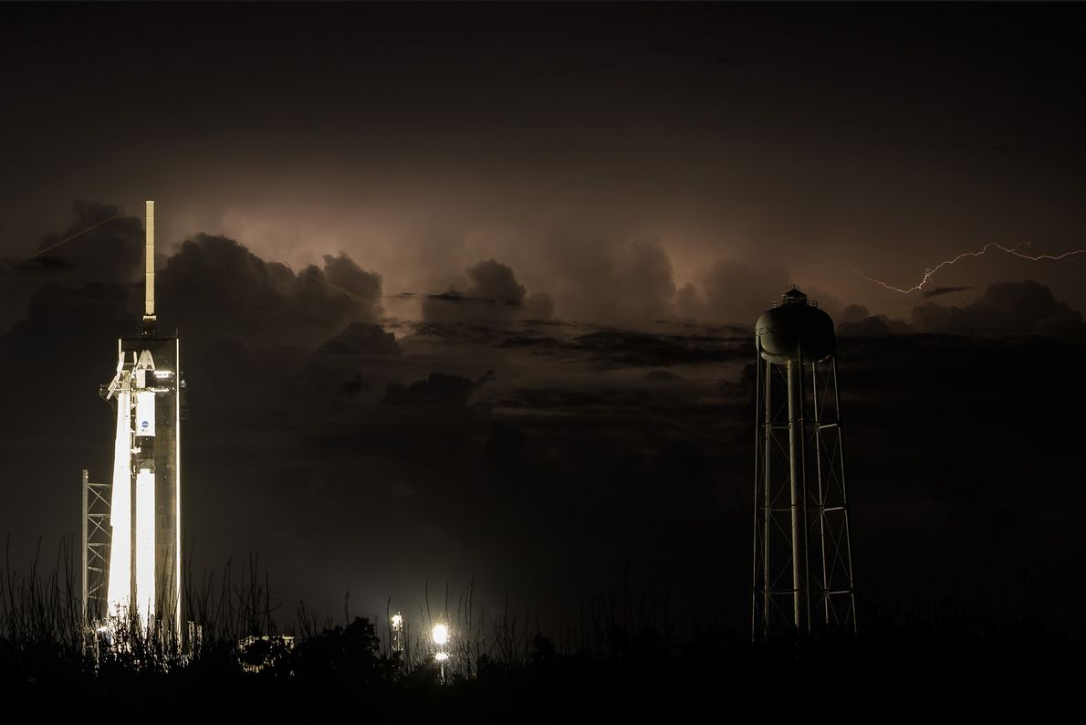 Cohete Falcon 9 y cápsula Crew Dragon