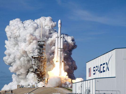 Te explicamos el plan de SpaceX de enviar un turista a la Luna