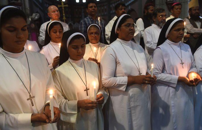 Cristianos y musulmanes pakistaníes