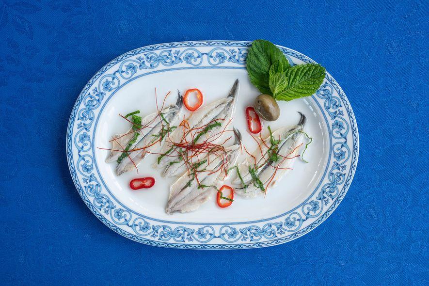 Puedes probar las anchoas marinadas, uno de los platos estrella del restaurante Punta Lena.