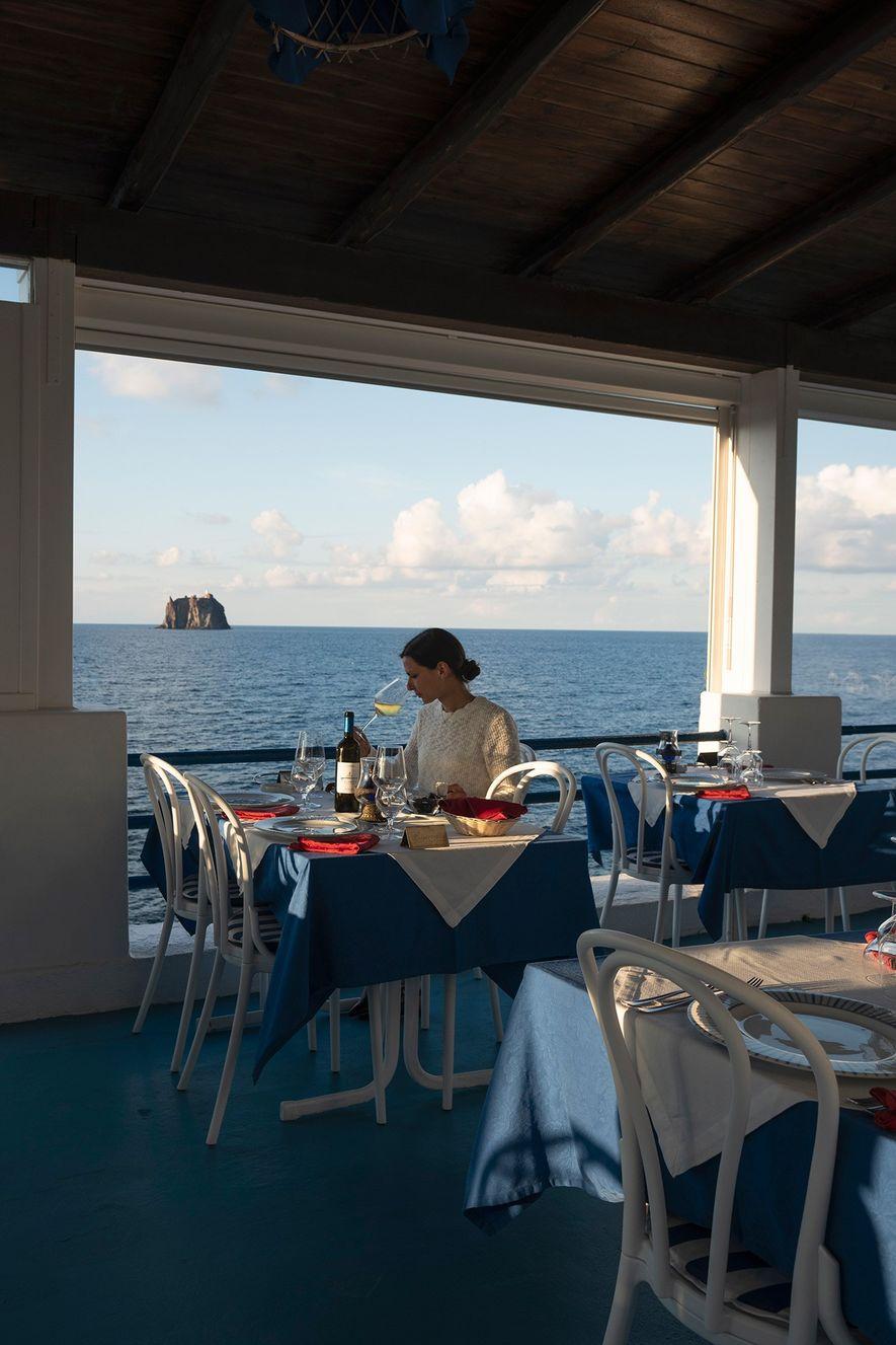 Punta Lena sirve productos de temporada y gastronomía tradicional en el restaurante con vistas al mar.
