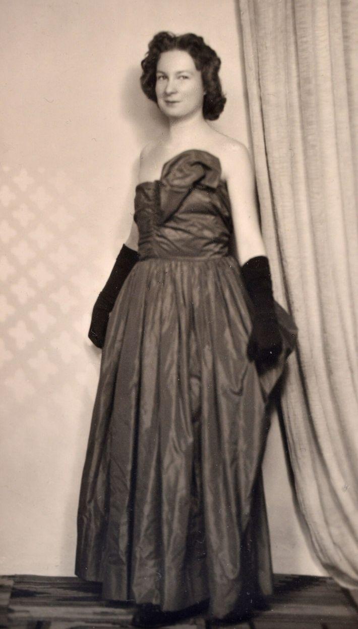 Teresa vestida para un baile