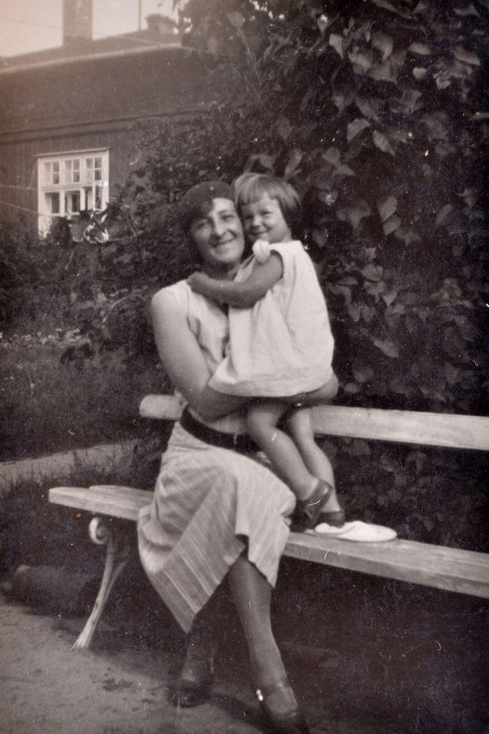 Teresa con su madre cuando era un bebé