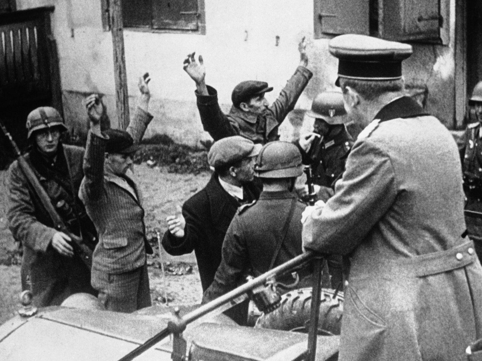 Soldados alemanes en el puerto de Gdynia