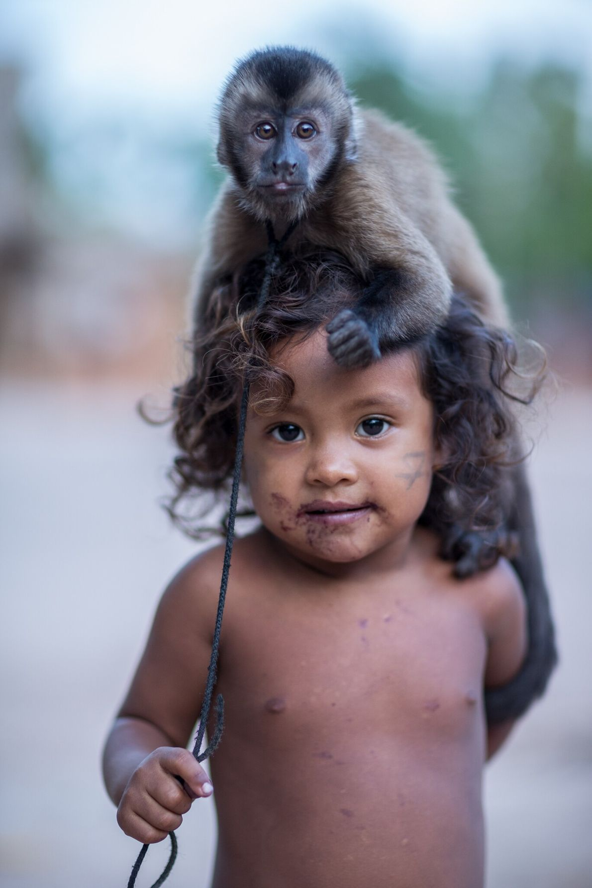 Gazielly con un mono capuchino