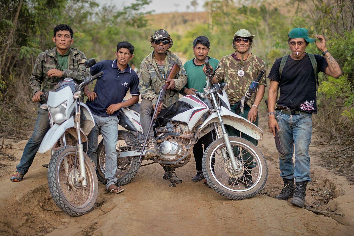 Miembros de la tribu guajajara
