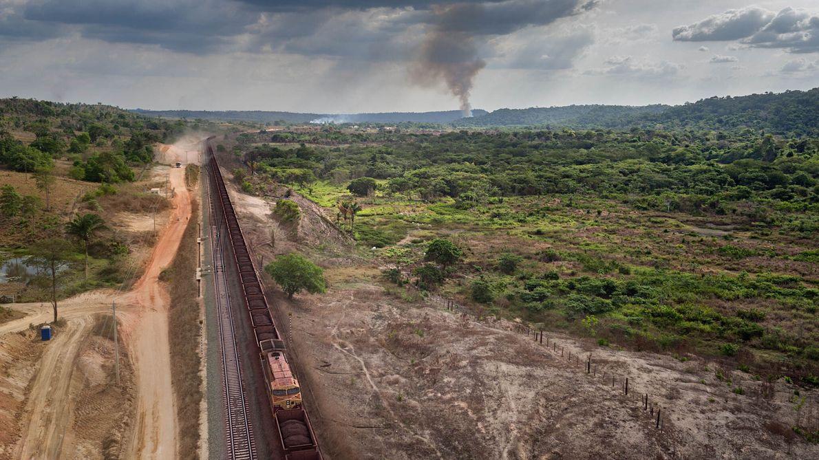 Tren con mineral de hierro