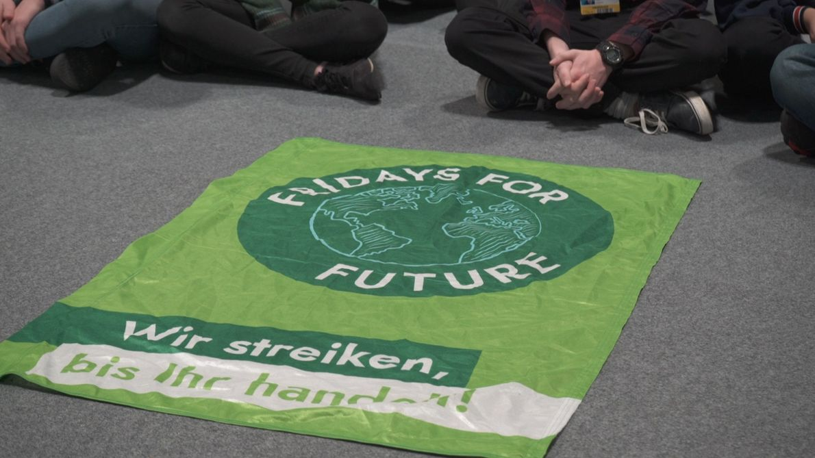 COP25: Sentada de 'Fridays for Future' a la llegada de Greta Thunberg a Madrid