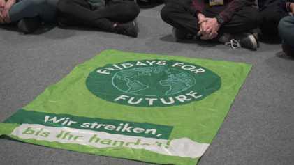 COP25: Sentada de 'Fridays for Future' a la llegada de Greta Thunberg a Madrid