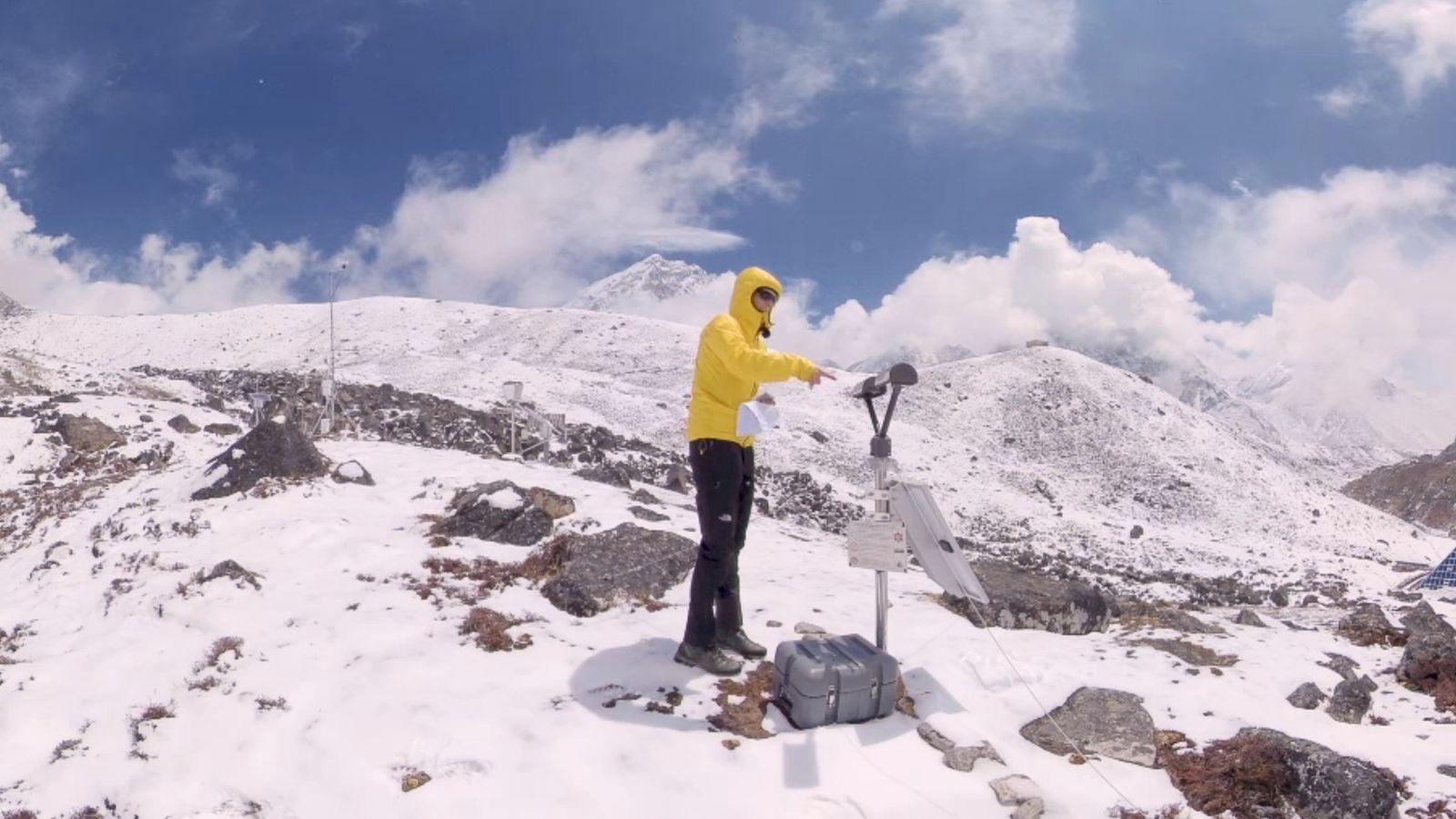Escala con un equipo de científicos que ven el Everest de una manera única: un laboratorio ...