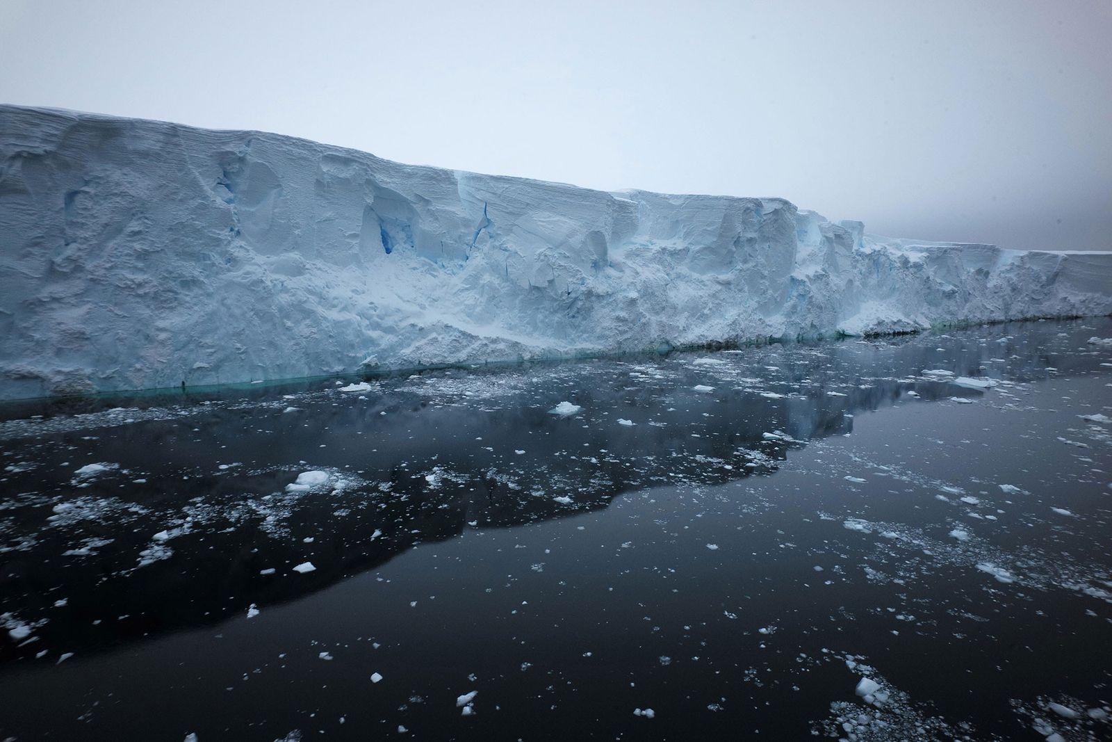 El frente del glaciar Thwaites