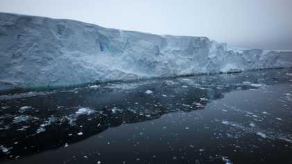 Los desprendimientos del glaciar Thwaites de la Antártida en primer plano