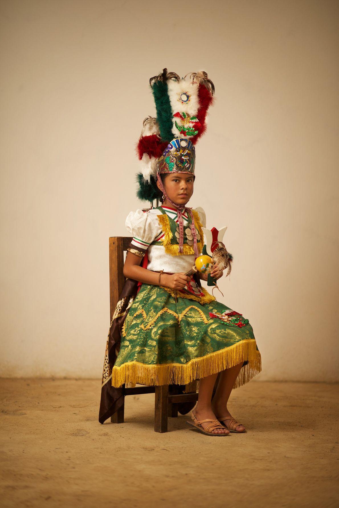 Una niña representa a la Malinche