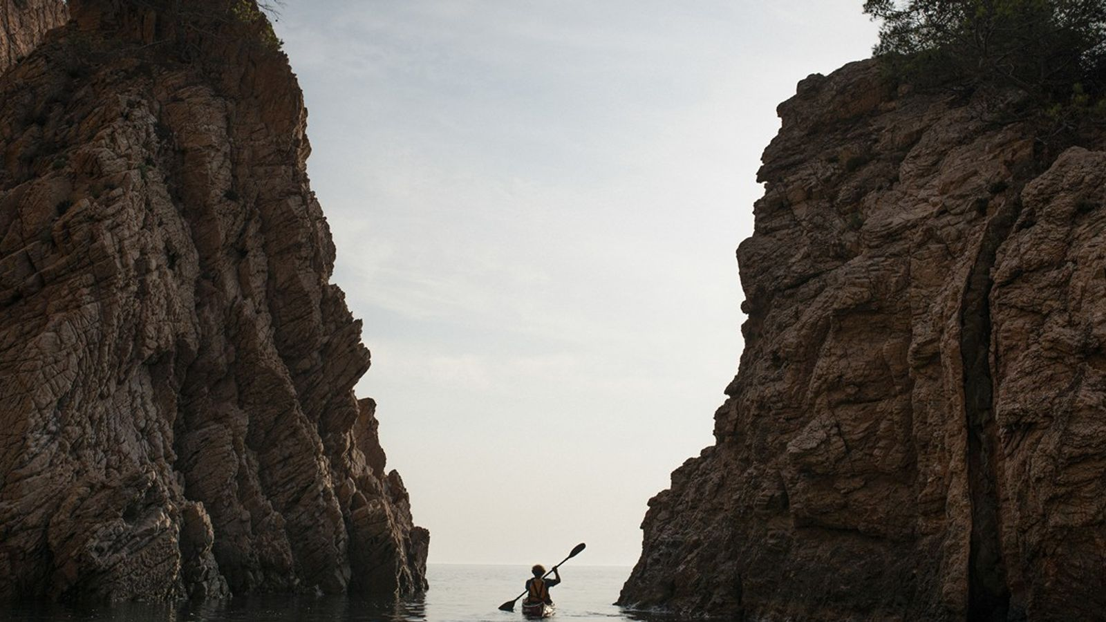 Entre la cala de Aiguablava y la playa de Tamariu se pueden realizar distintas excursiones dirigidas ...