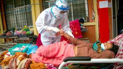La COVID-19 se descontrola en Nepal: «Todas las salas de urgencias están llenas»
