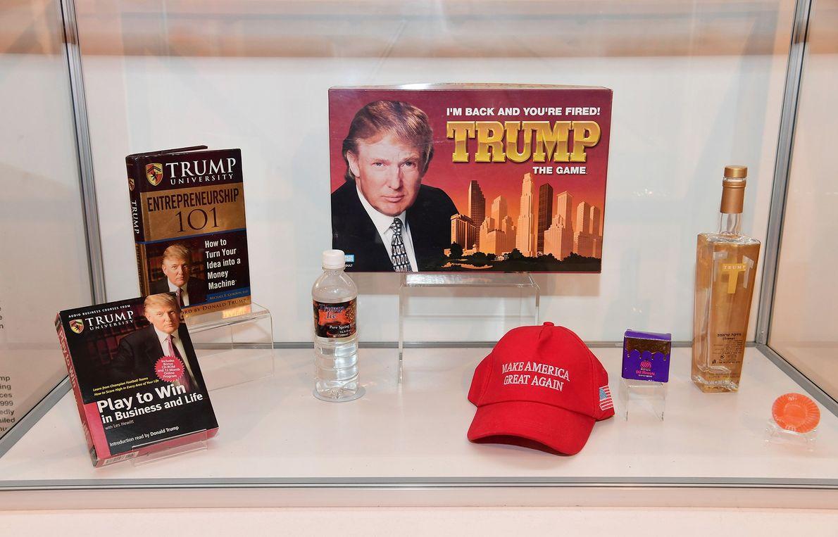 Trump: The Game, 1984 y 2004. Gran parte de los productos comercializados por Donald Trump —como …