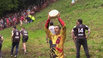 Así es el festival del queso rodante en Gran Bretaña