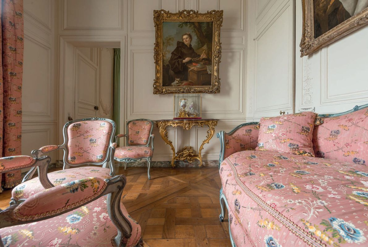 """Although Louis XV used the Deer Park Pavilion as a """"bachelor flat,"""" his favorite mistresses usually ..."""