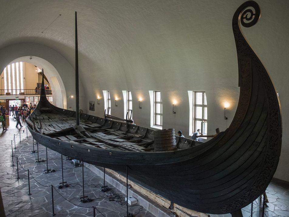 Hallan un enorme barco funerario vikingo en Noruega