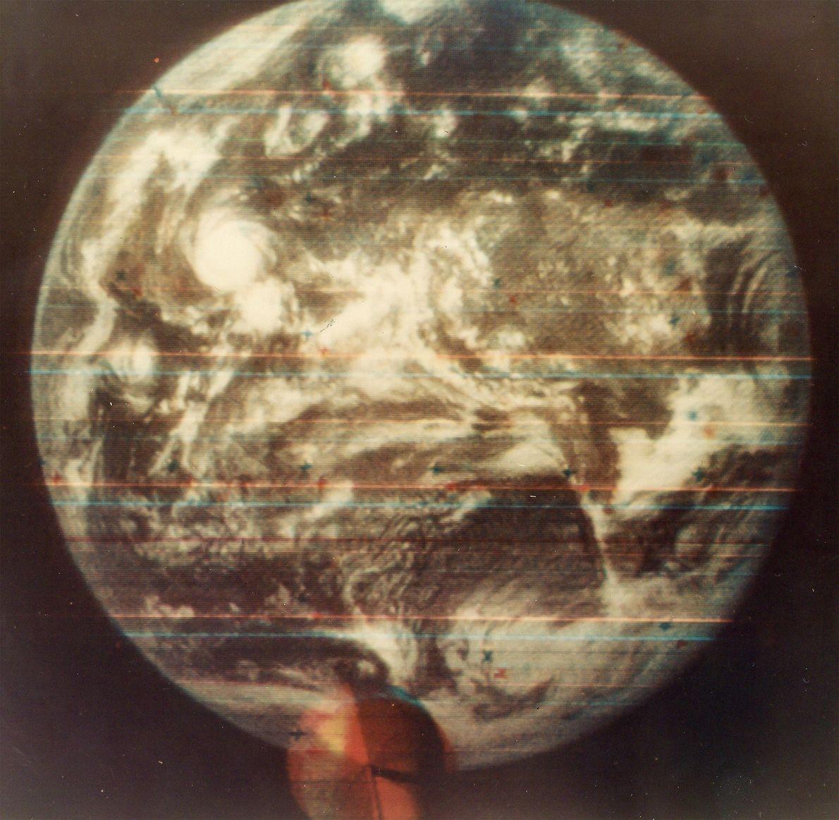 Primera fotografía en color de la Tierra