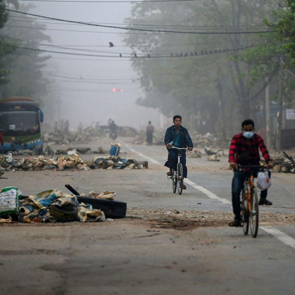 Este narrador trotamundos ha cartografiado su recorrido por una ciudad paralizada por un golpe militar