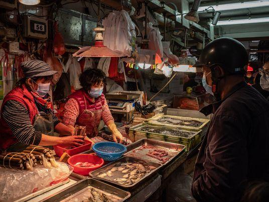 ¿Qué son los «mercados mojados», considerados la fuente probable del nuevo coronavirus?