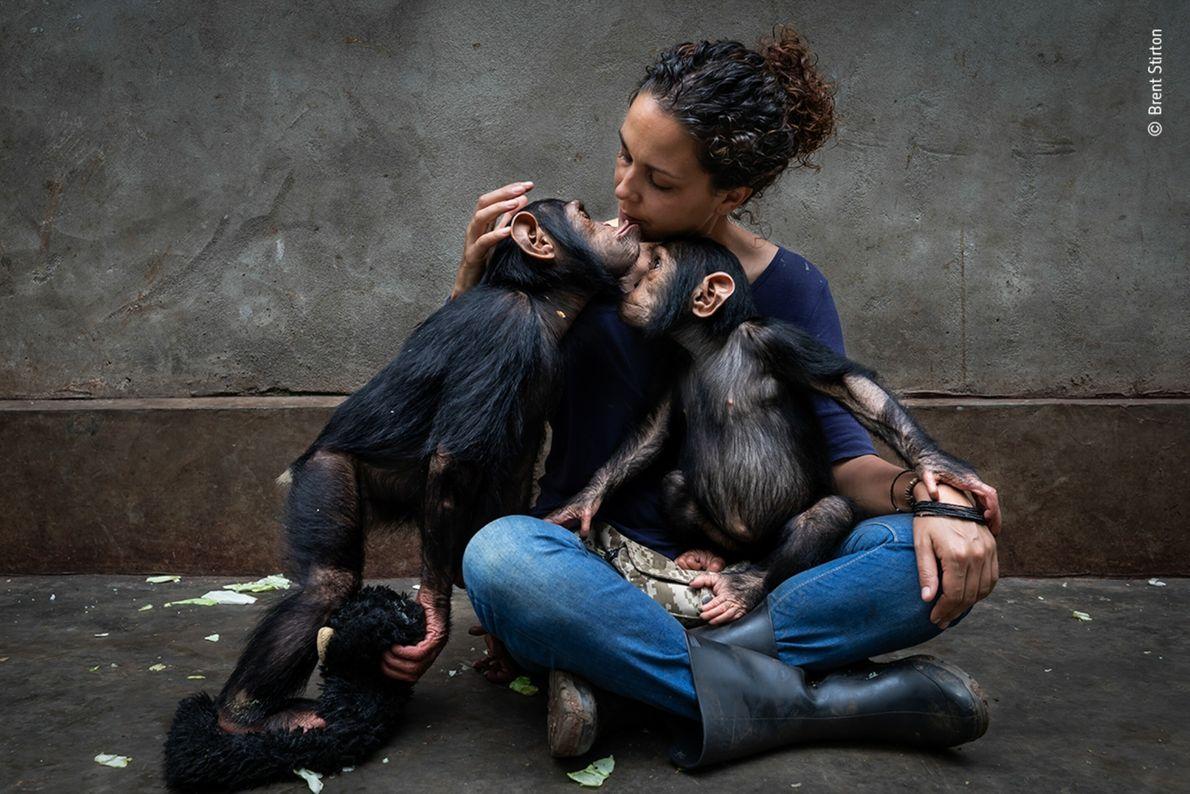 La española Itsaso Vélez del Burgo, directora del Centro de Rehabilitación de Primates de Lwiro en ...