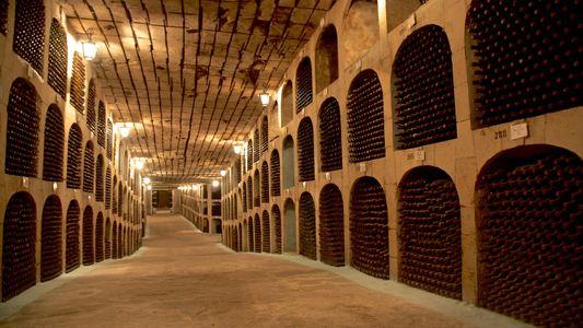 Esta enorme bodega subterránea contiene 2 millones de botellas de vino