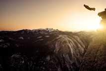 Saltador con traje de alas