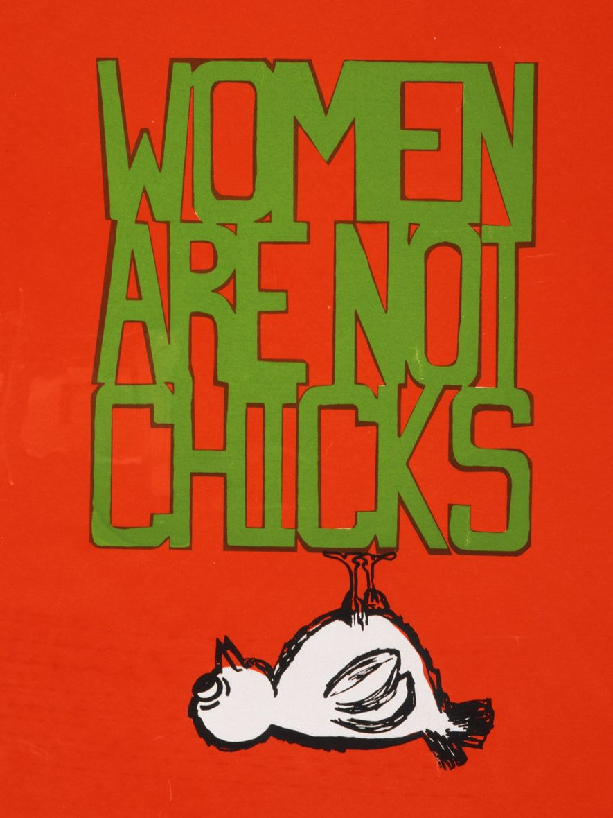 "Póster feminista que reza ""Women are not Chicks""."