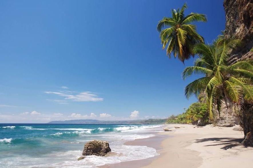 Las playas de Costa Rica, como playa Cocolito, son un lugar natural donde combinar el surf ...