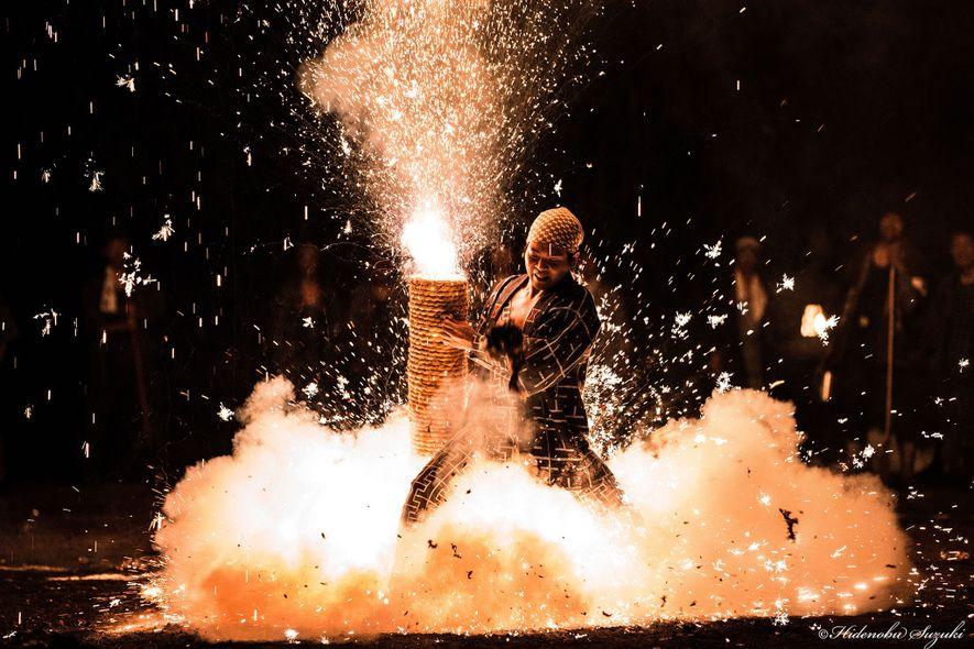 Japón: El festival de Toyohashi Gion es conocido por sus cañones de fuegos artificiales (tezutsu hanabi). ...
